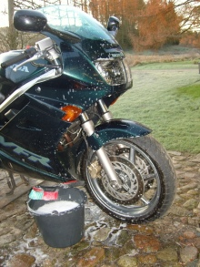 Washing a green Honda VFR 750