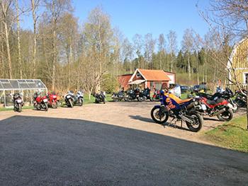 motorcycles-at-alebo-hotel