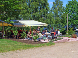 motorcyclists-having-lunch-outside-alebo-hotel