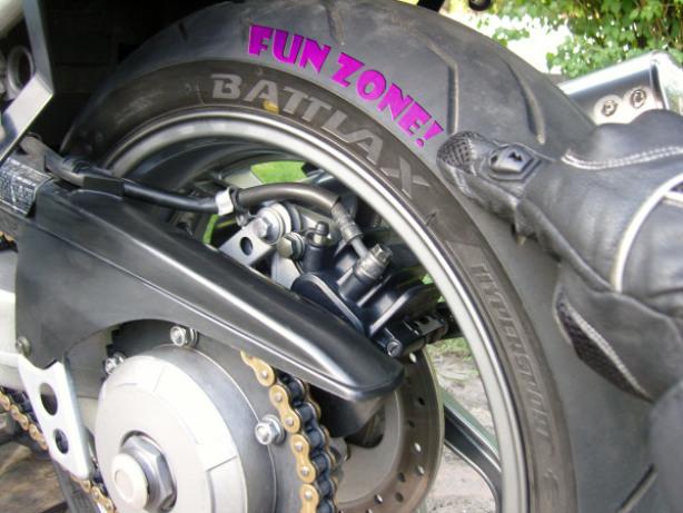 Tourstart test Bridgestone Battlax S20 motorcycle tyre on Honda vfr 750