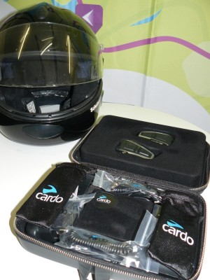 Cardo-scale-rider-q3-and-motorcycle-helmet