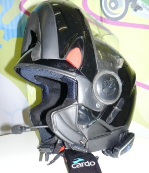 Cardo-scale-rider-q3-mounted-in-a-motorcycle-helmet