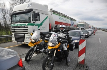 bmw-motorcykel-queue-on-the-german-autobahn