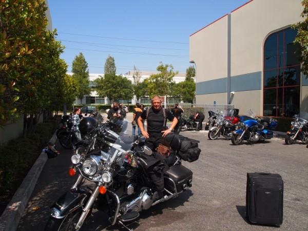 Harley Davidson Road King motorcykler hentes af motorcyklister hos Eagle Rider