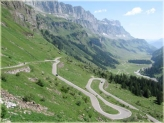 Wikipedia.org photo | Winding Alpine road