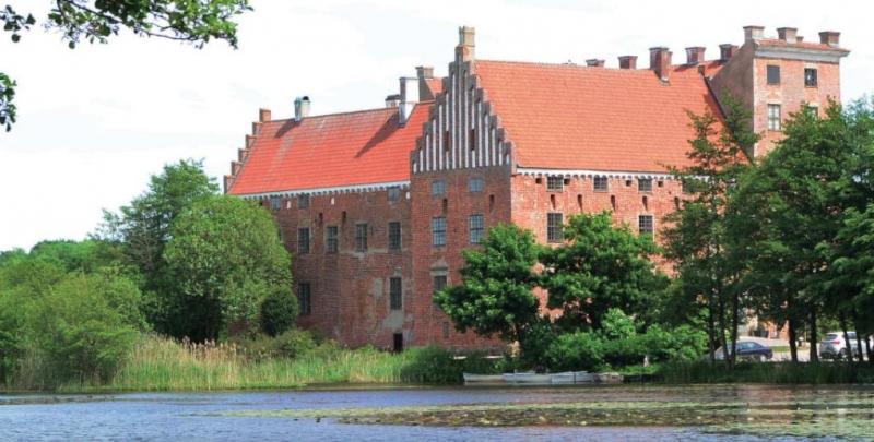 Tour Svaneholm castle image
