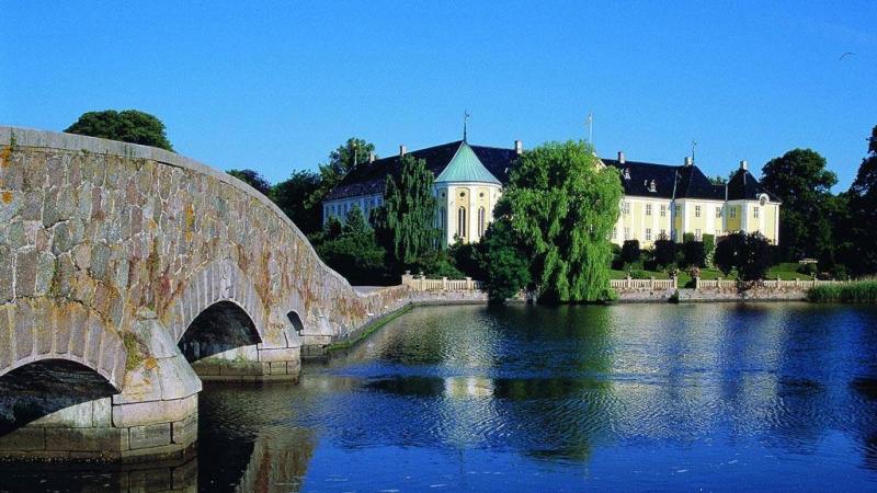 Tour Reden Gavnø Slot image